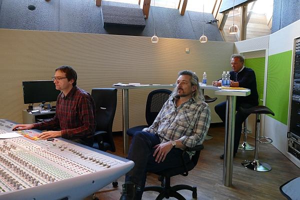 im Regieraum von links nach rechts: Tonmeister Walter Fölmli, Dani Häusler, Carlo Brunner